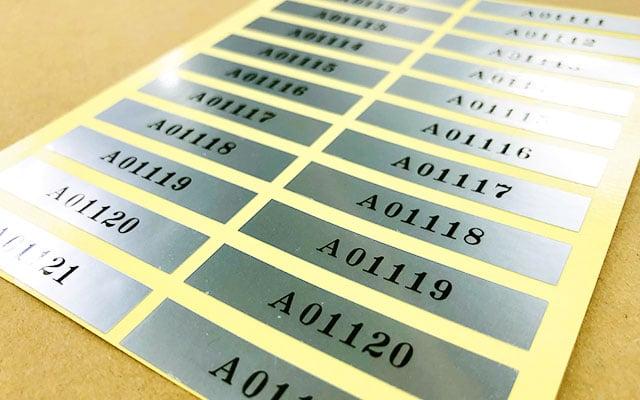 製品銘板シール印刷 シリアルナンバーセットシール