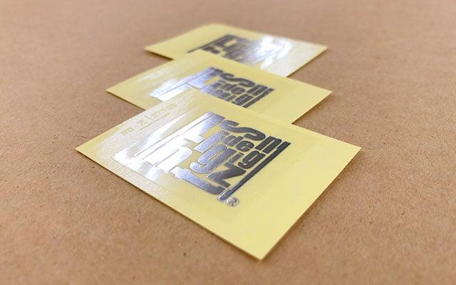 販促ノベルティシール印刷 ノベルティ用の銀箔ロゴシール