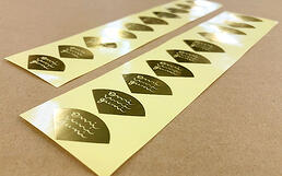 手作りアクセサリーを入れる化粧箱や袋に貼る金箔ロゴのシール