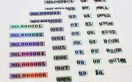 ホログラムシリアル番号シール